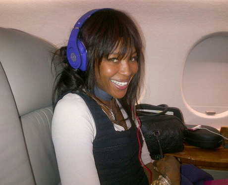 naomi-campbell-on-a-plane-selfie-1381139114-view-0