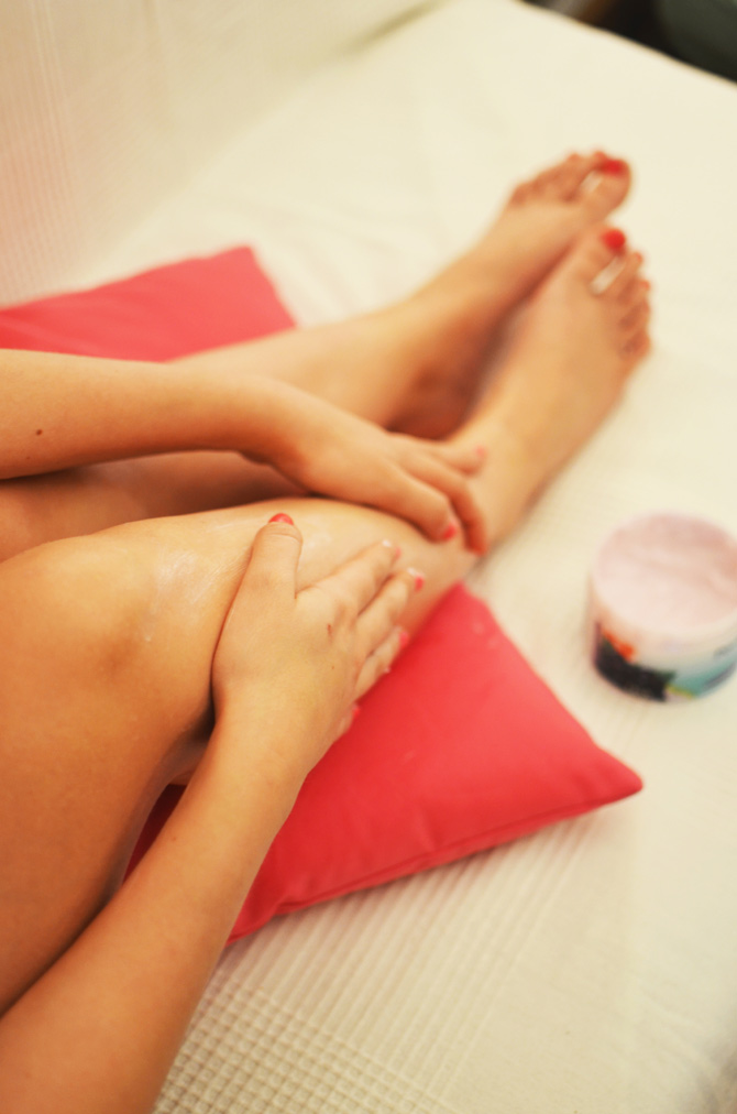woman-legs-relaxation-beaut