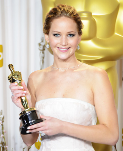 1 Jennifer Lawrence con estatuilla 500
